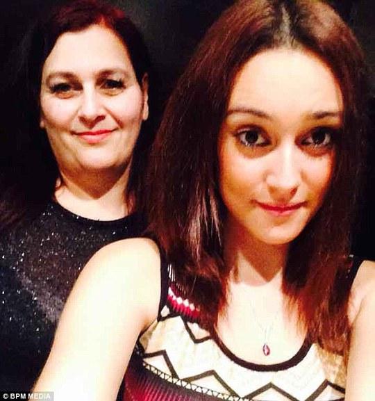 Fallan Kurek và mẹ