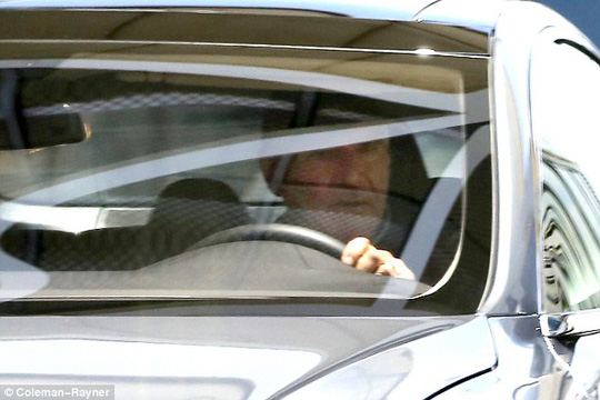 Harrison Ford lái xe chở bạn