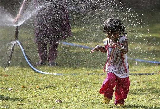 Người chết vì nắng nóng ở Ấn Độ vượt con số 2.000