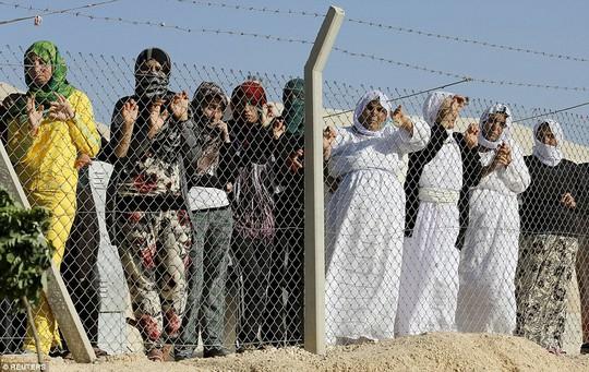 Angelina Jolie và con gái thăm trại tị nạn của người Syria