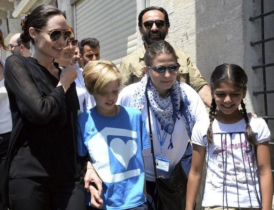Cùng Shiloh thăm trại tị nạn người Syria, Iraq ở Thổ Nhĩ Kỳ