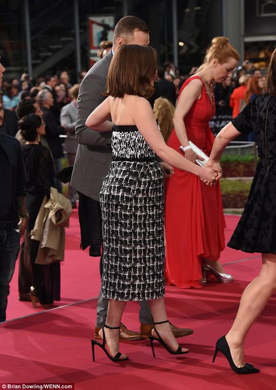 Emilia Clarke xuất hiện trên thảm đỏ