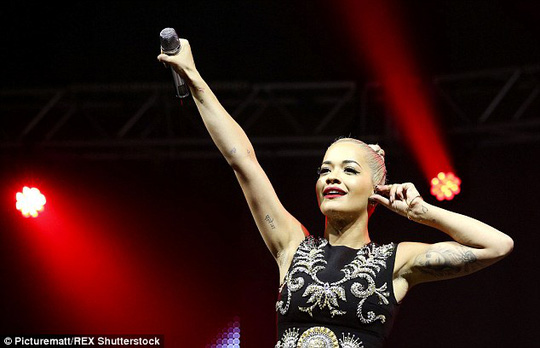 Rita Ora chia tay bạn trai Ricky Hil
