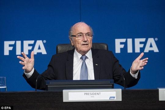 Ông Sepp Blatter không hiểu chuyện gì đã xảy ra
