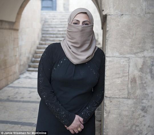 Leena, người phụ nữ đào tẩu khỏi IS. Ảnh: Daily Mail