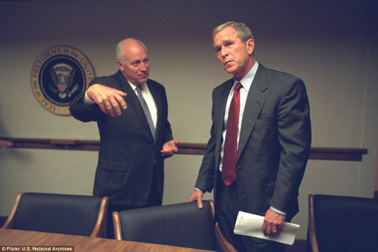 Ông Cheney kể lại vụ việc cho Tổng thống Bush