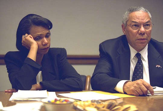 Bà Condoleezza Rice và ông Colin Powell – lúc đó là Bộ trưởng Ngoại giao – tại PEOC ở Washington trong những giờ sau vụ tấn công 11-9.