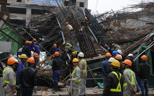 Hiện trường vụ sập giàn giáo công trình thi công đường sắt đô thị Cát Linh - Hà Đông ngày 28-12 - Ảnh: Nguyễn Hưởng