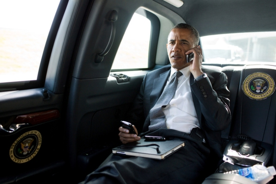 Tổng thống Mỹ Barack Obama ngồi trong chiếc Cadillac One. Ảnh: India Times