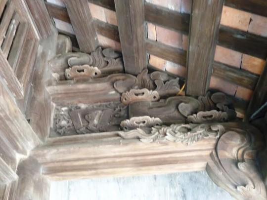 Những nét chạm trỗ rồng phượng trên các kèo nhà