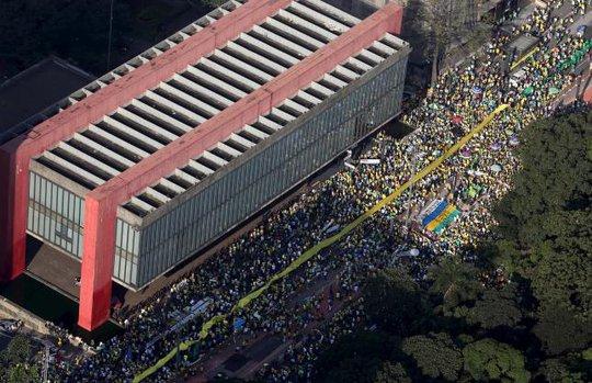 TP Sao Paulo có gần 1 triệu người biểu tình, theo số liệu của các thủ lĩnh biểu tình đưa ra. Ảnh: Reuters