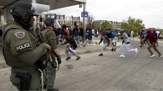 Khoảng 24 người biểu tình đã bị bắt. Ảnh: AP