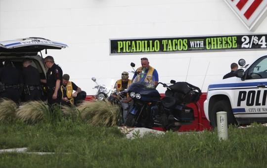 Cảnh sát bắt giữ các thành viên của 5 băng nhóm mô-tô. Ảnh: Reuters