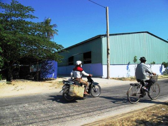 Xưởng hạt điều xây dựng trái phép nhờ vợ bí thư huyện cho thuê đất sai quy định