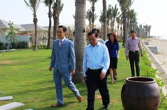 Ông Phạm Quang Nghị, Ủy viên Bộ chính trị, Bí thư Thành ủy Hà Nội đi thăm dự án cùng ông Trịnh Văn Quyết, Chủ tịch HĐQT tập đoàn FLC
