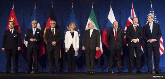 Các bên đàm phán thông báo quyết định lịch sử. Ảnh: Reuters