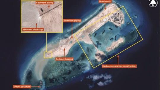 Ảnh chụp từ vệ tinh cho thấy Trung Quốc đang xây dựng trái phép trên đảo Chữ ThậpẢnh: iHS