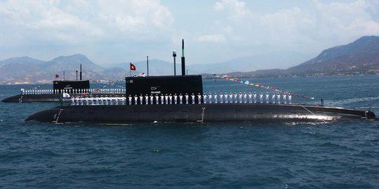 Cán bộ, chiến sĩ tàu ngầm 182 - Hà Nội và 183 - Thành phố Hồ Chí Minh nỗ lực học tập, rèn luyện để làm chủ tàu ngầm, luôn sẵn sàng cho nhiệm vụ tác chiến trên biển