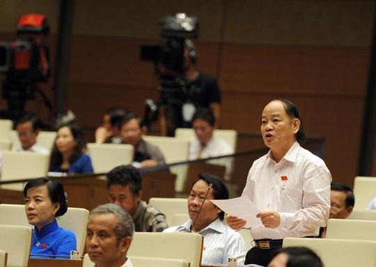 Đại biểu Huỳnh Nghĩa (Đà Nẵng) cho rằng tham nhũng ngày càng tinh vi, gây bức xúc trong nhân dân Ảnh: THẮNG LONG