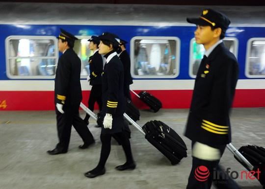 Anh Đặng Xuân Định (Trưởng tàu khách SE3) cho biết: Tương lai đoàn phục vụ trên tàu sẽ hướng tới tiêu chí trở thành Đoàn tiếp viên Đường sắt Việt Nam.