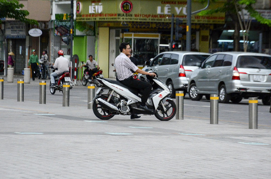 Tai nạn rình rập ở quảng trường đi bộ Nguyễn Huệ