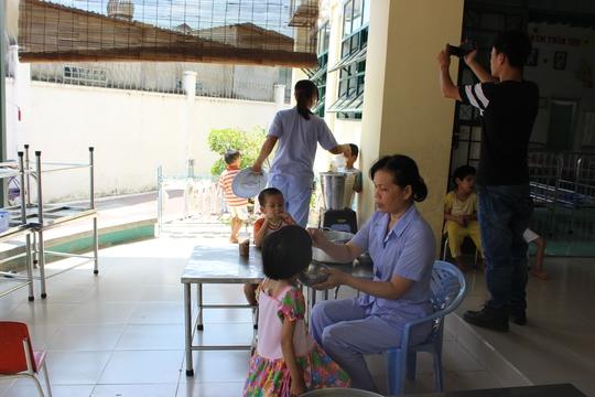 Các bé được chăm sóc tại trung tâm