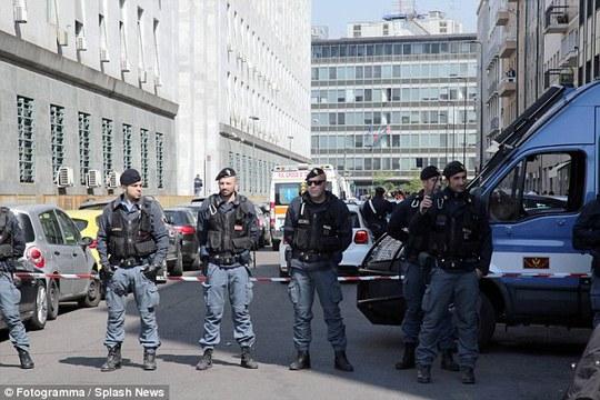 Cảnh sát phong tỏa hiện trường. Ảnh: Splash News