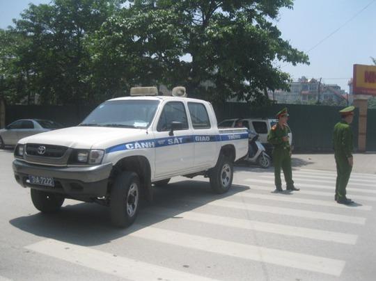 Đoạn đường Nguyễn Tuân được lực lượng công an phong tỏa