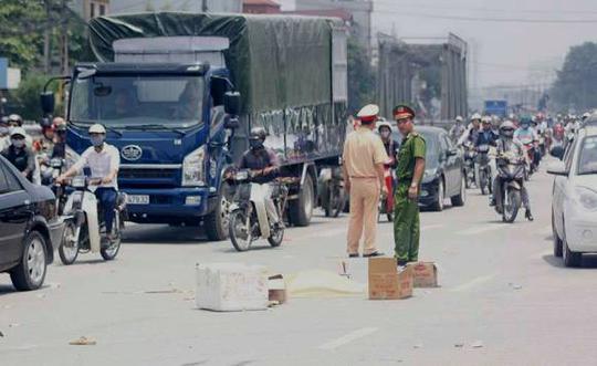 Tuyến đường Ngọc Hồi nơi xảy ra vụ tai nạn bị ùn tắc, phương tiện di chuyển qua đây gặp nhiều khó khăn