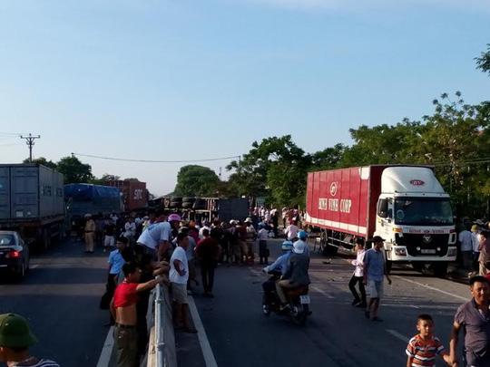 Vụ tai nạn khiến cho Quốc lộ 1A qua địa phận tỉnh Thanh Hóa bị tắc nghẽn cục bộ