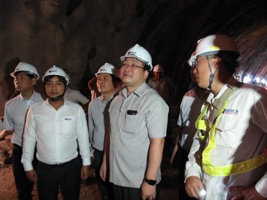 Phó Thủ tướng kiểm tra việc khoan hầm đèo Cả