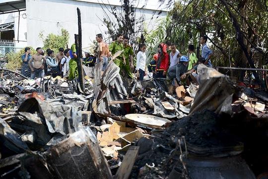 Do căn nhà nằm sâu trong hẻm nên dù nhanh chóng điều 7 xe chữa cháy đến hiện trường nhưng phải mất tới 30 phút mới khống chế được ngọn lửa tránh lây lan cho các nhà khác