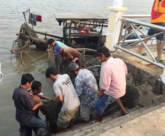 Nhiều thợ lặn đã tìm thấy thi thể nạn nhân