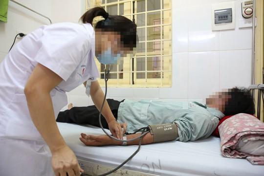 Chăm sóc bệnh nhân nhiễm HIV tại Bệnh viện Đống Đa (Hà Nội)