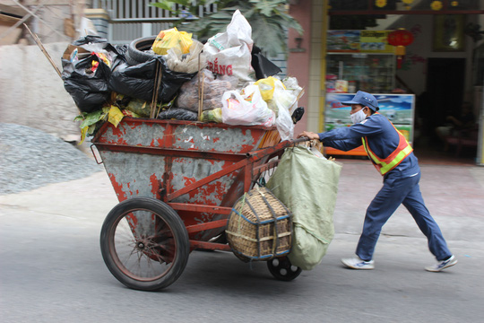 Công nhân môi trường đô thị làm việc cực nhọc nhưng không được hưởng quyền lợi chính đáng