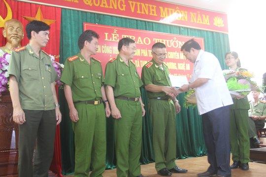 Lãnh đạo tỉnh Nghệ An khen thưởng các đơn vị phá án