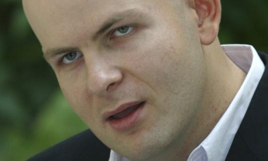 Ông Oles Buzina, 45 tuổi. Ảnh: AP