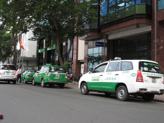 Một taxi mang biển số tỉnh hoạt động tại TP HCM Ảnh: Gia Minh