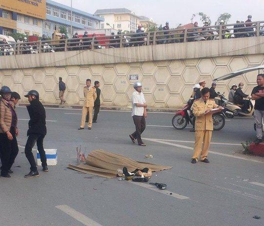 Tai nạn xảy ra trên khúc cua từ đường Phạm Hùng sang đường Hồ Tùng Mậu