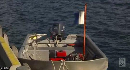 Chiếc thuyền của người thợ lặn và con gái. Ảnh: ABC News