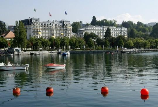 Khách sạn Beau-Rivage tại TP Lausanne - Thụy Sĩ. Ảnh: Reuters
