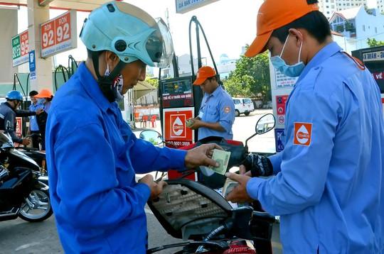 Sau thời gian giảm, giá xăng dầu có nguy cơ tăng trở lại  Ảnh: TẤN THẠNH