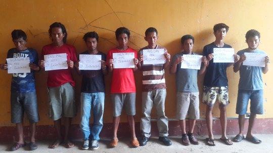 Ảnh các đối tượng người Indonesia bị bắt giữ khi trốn chạy về đảo Thổ Chu của tỉnh Kiên Giang vào sáng 19-6