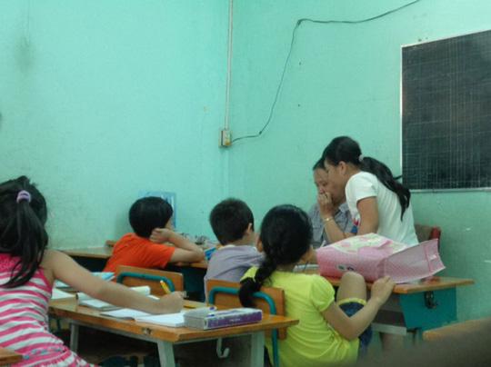 Một lớp rèn chữ tại Nhà Thiếu nhi quận 4, TP HCM Ảnh: NGỌC ANH