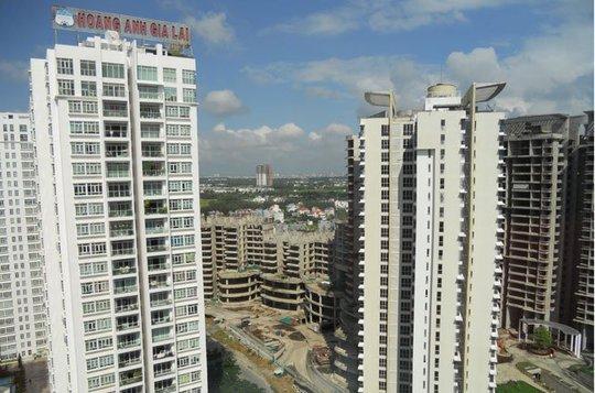 Nhiều dự án nhà chung cư đã hoạt động và đang xây dựng tại huyện Nhà Bè, TP HCM - Ảnh: Văn Nam.