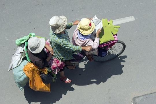 Đều đặn mỗi buổi sáng, cả nhà bà Mai lại cùng nhau đến trường