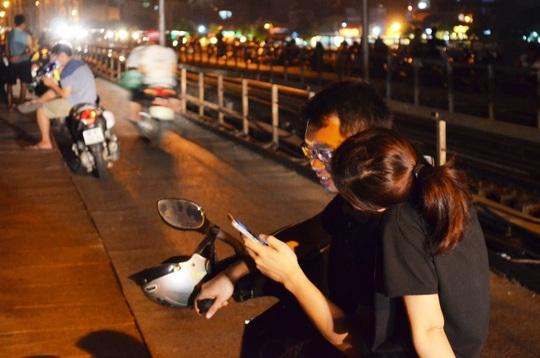 Cây cầu hơn 100 năm tuổi trở thành nơi hò hẹn lý tưởng cho các cặp đôi