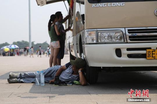 Nhiệt độ ở Bắc Kinh lên hơn 40 độ C hôm 13-7. Ảnh: China News