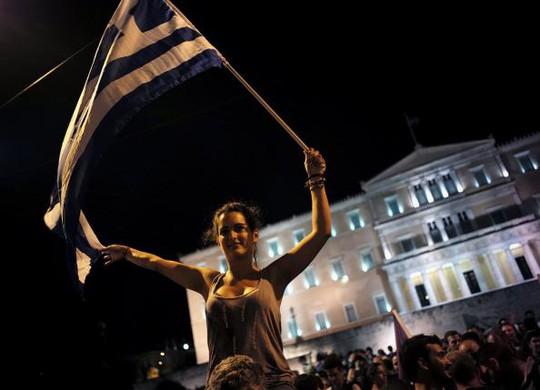 Người dân Hy Lạp bỏ phiếu không ăn mừng kết quả. Ảnh: Reuters