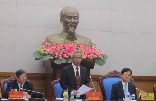 Chủ tịch Tổng LĐLĐ Việt Nam Đặng Ngọc Tùng (giữa) phát biểu tại buổi làm việc với Thủ tướng Nguyễn Tấn Dũng